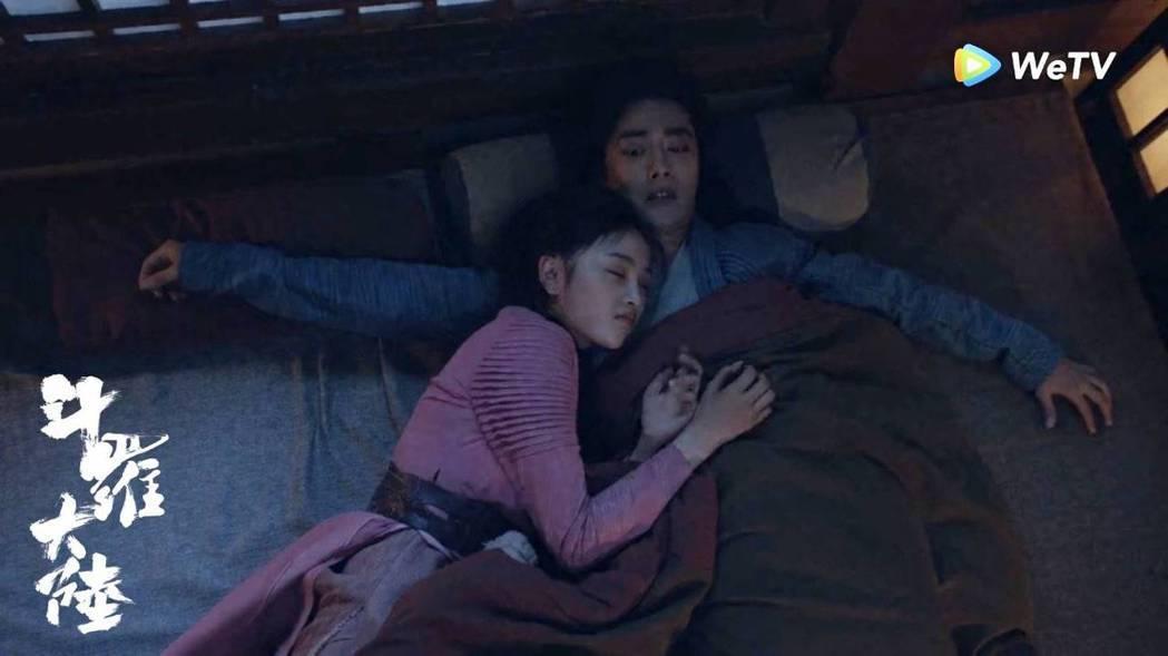 肖戰(右)、吳宣儀上演「床戲」。圖/WeTV海外站