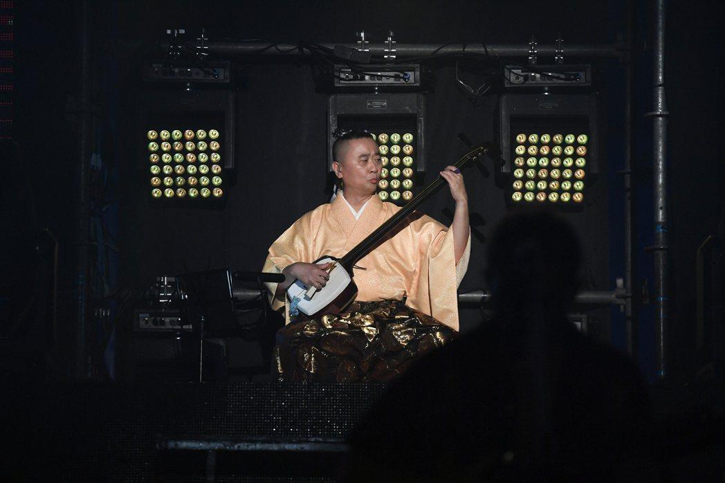邰智源為了演唱會,從零開始苦練日本傳統樂器輕津三味線。圖/麥卡貝提供
