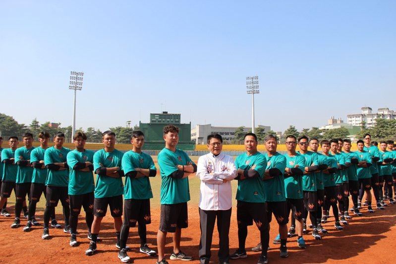 屏東縣城市棒球隊成軍,今天在屏東縣立棒球場舉辦開訓典禮,希望能讓屏東縣城市棒球隊能在今年順利參加春季聯賽。記者劉星君/攝影