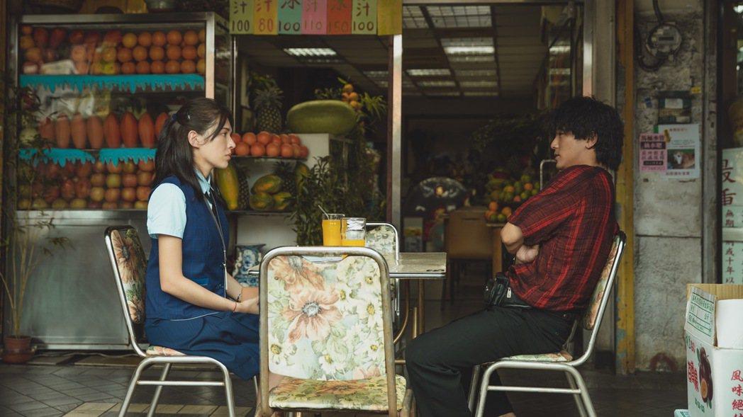 許瑋甯(左)、邱澤(右)合體組CP。圖/金盞花大影業提供