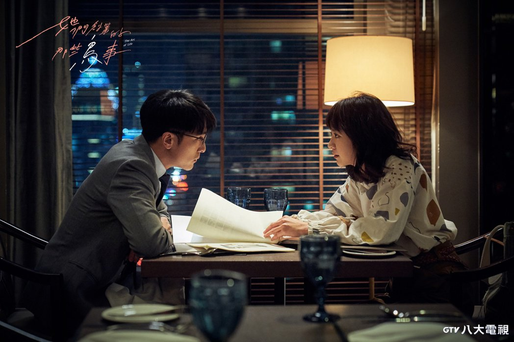 邱澤(左)遲遲不告白,被陳意涵反問:「你是不是喜歡我很久了?」圖/八大提供