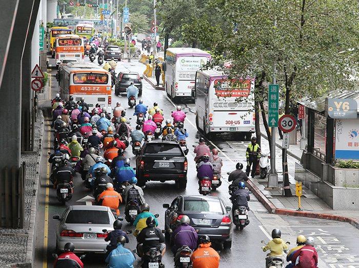春節6天連假,北市部分公車班次將減半。聯合報系資料照