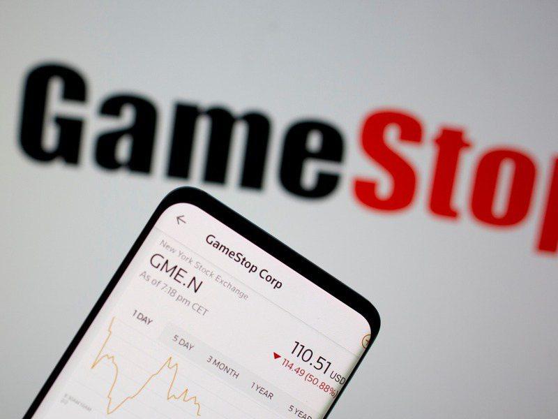 散戶大買GameStop(遊戲驛站)股票扳倒對沖基金。路透