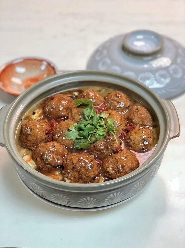 精燉獅頭敖白菜。圖/聯安健康廚房提供