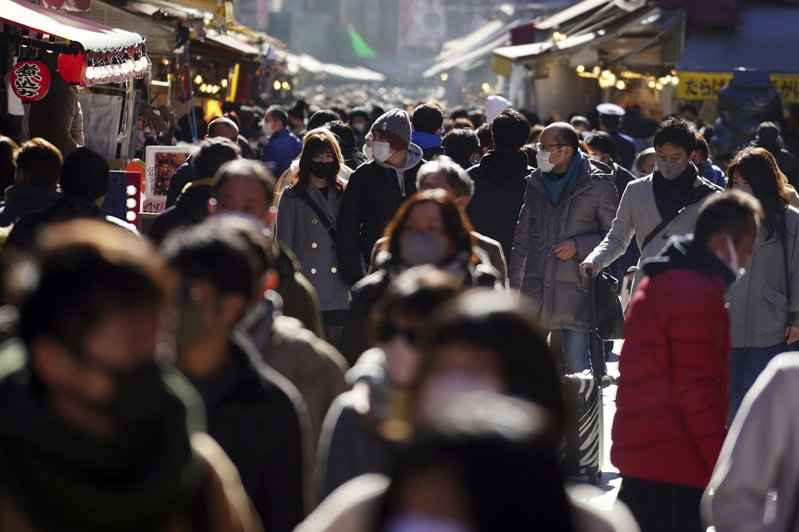 日本中央政府發布「緊急事態宣言」適用地區的10都府縣中,位於關西地方的3府縣知事今(13)日達成共識,將籲請中央政府在2月底先行解除3府縣緊急事態。美聯社