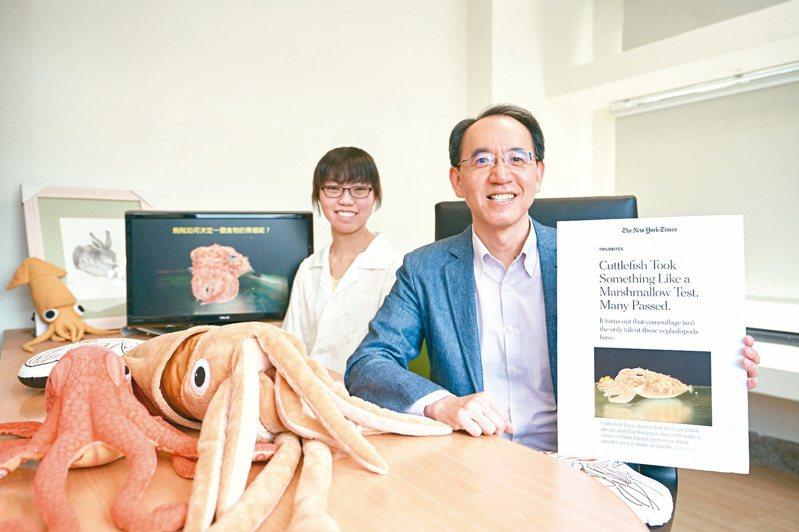 清大生科系教授焦傳金(右)與博士生郭子新研究成果獲紐約時報兩度報導。圖/清大提供