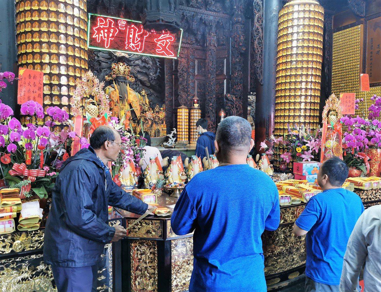 即將迎來農曆新年,不少民眾過年期間除了安排旅遊之外,參拜廟宇也是不可或缺的走春行...