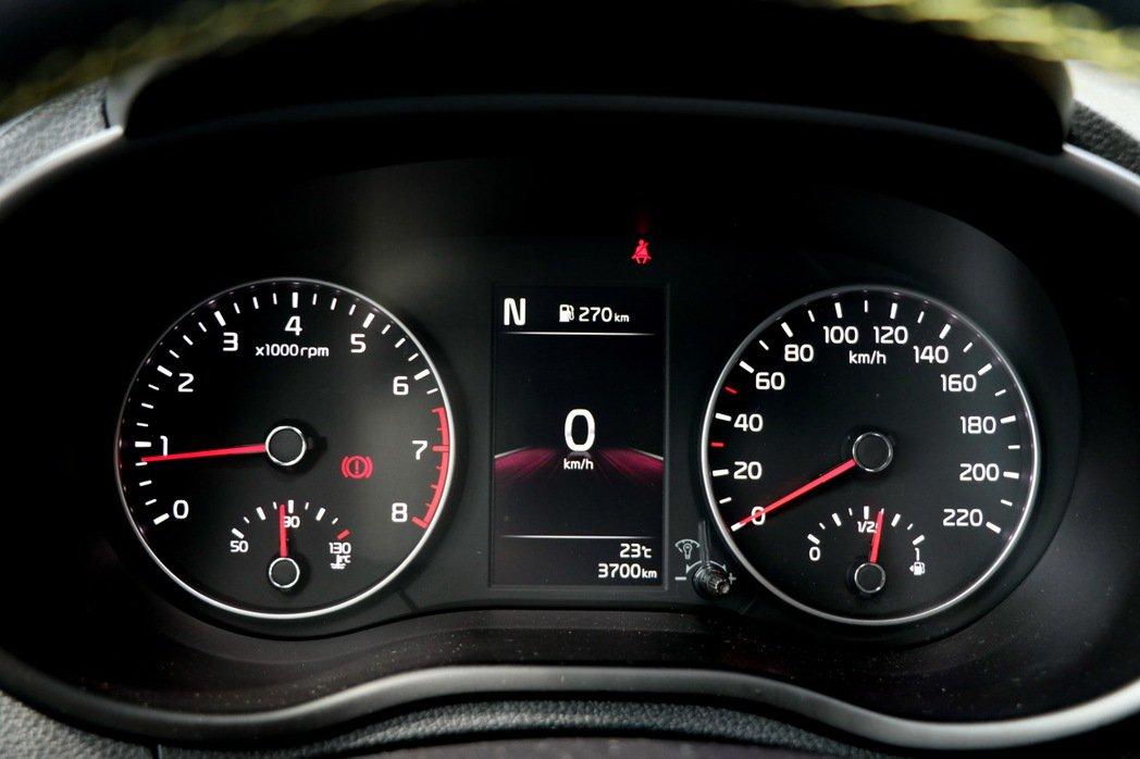 Picanto儀錶板維持雙環設計,但全車系升級標配4.2吋全彩整合智慧型旅程電腦...
