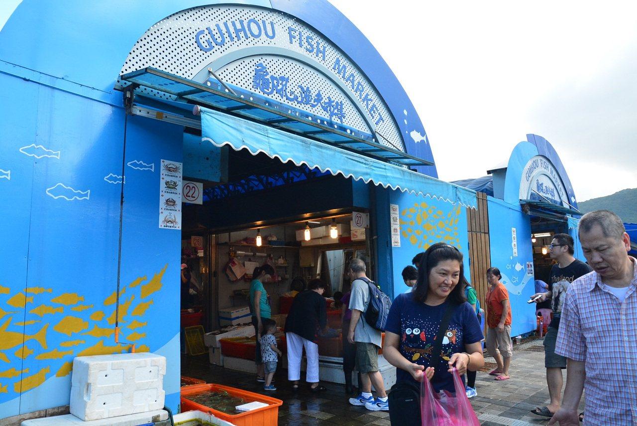 龜吼漁夫市集能買到品質優良、價格親民的當季新鮮魚貨。 圖/新北市漁業處提供