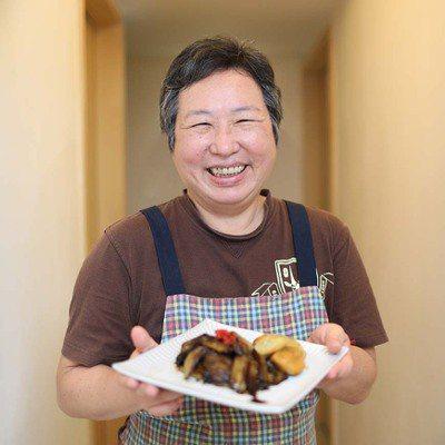 徐婉君45歲開始學做料理,為了自己和家人的健康,和先生一起到「菜菜子學習農場」學...