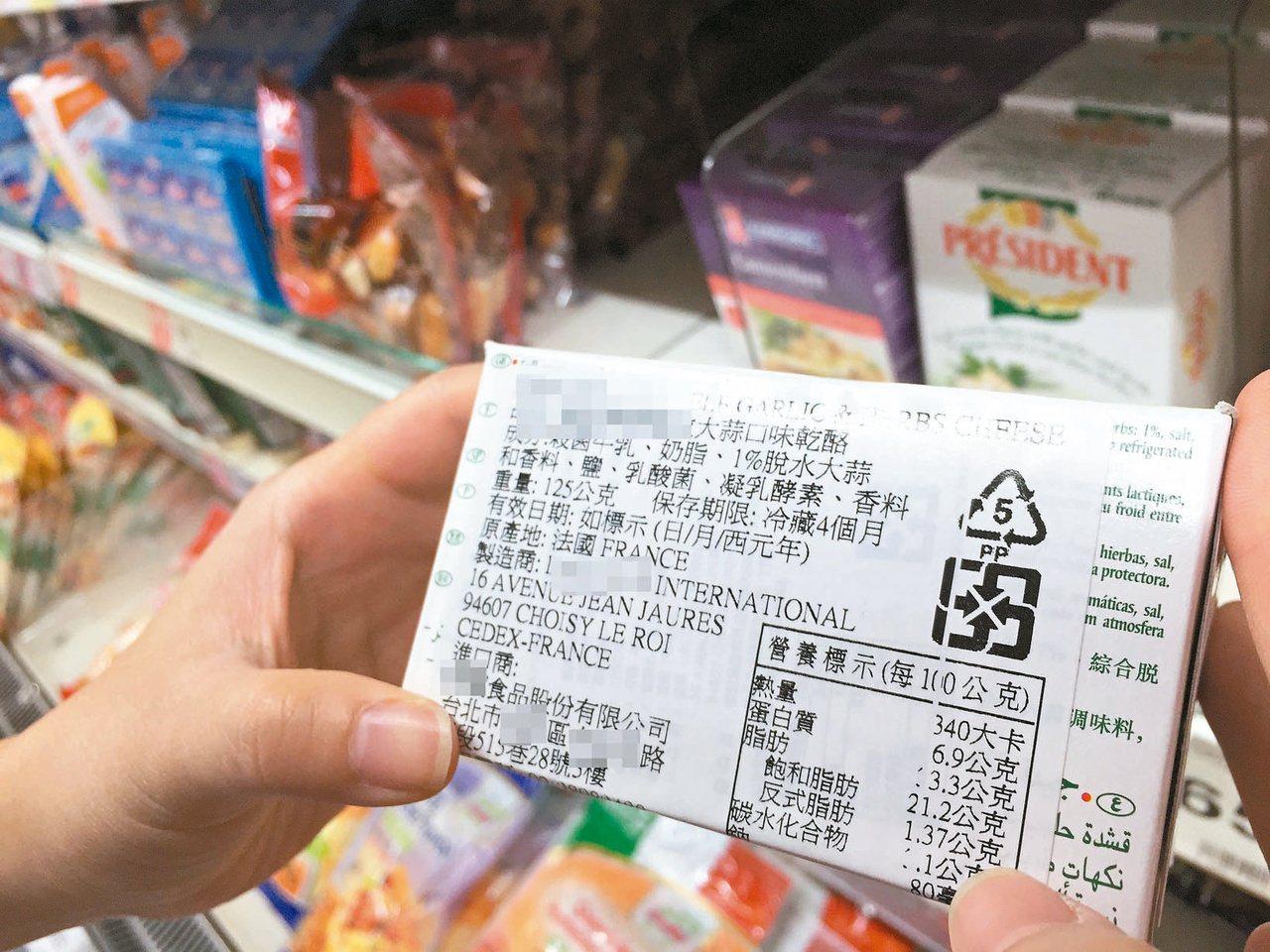 如果嘴饞,坊間也有不少低醣零食,選擇時不妨多檢視包裝上的營養及成分標示。少糖、少...