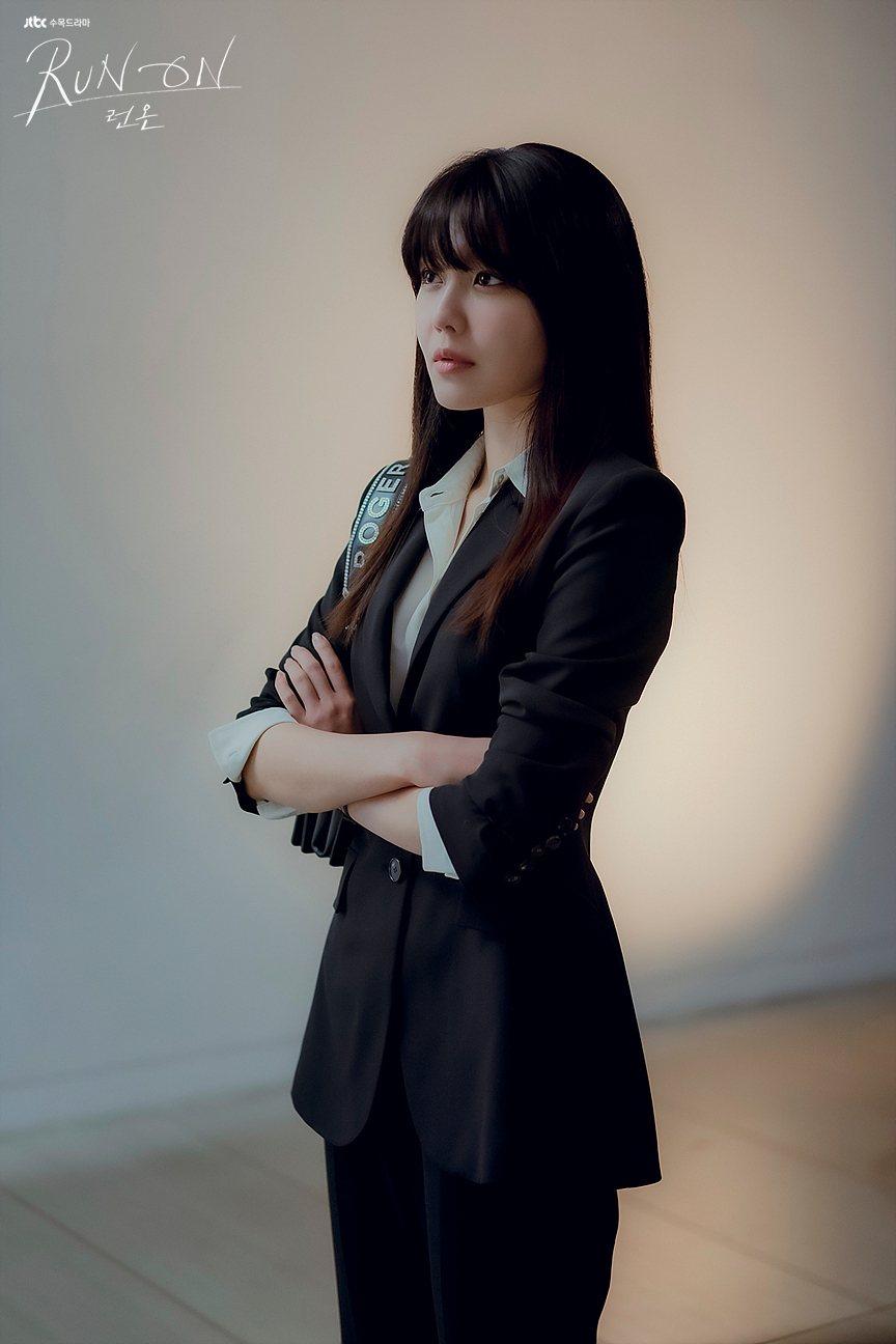 崔秀英在「Run On」中演出體育經紀公司代表「徐丹雅」。圖/擷自JTBC官網
