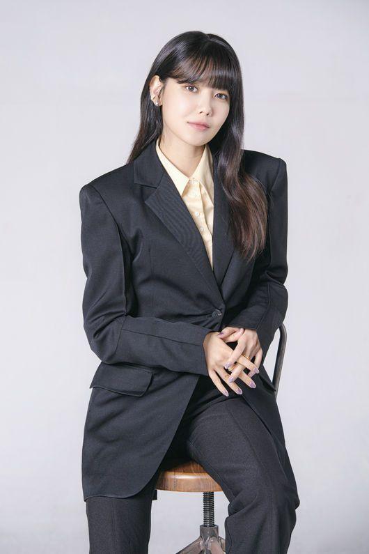 崔秀英在「Run On」中演出體育經紀公司代表「徐丹雅」。圖/擷自osen