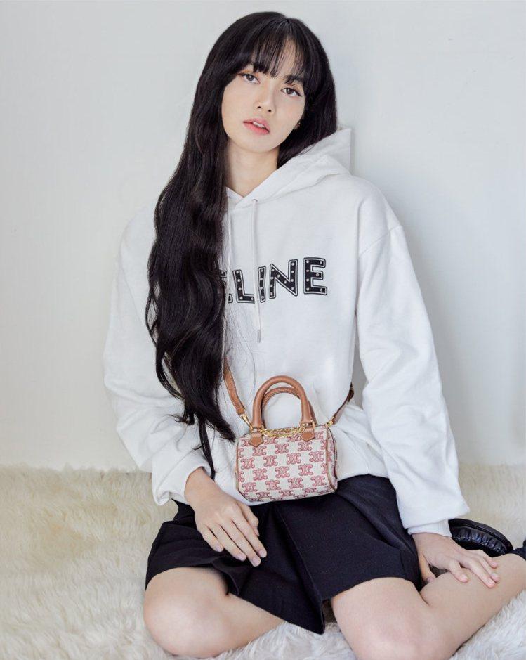 BLACKPINK Lisa肩背新春系列Triomphe Embroidery深...