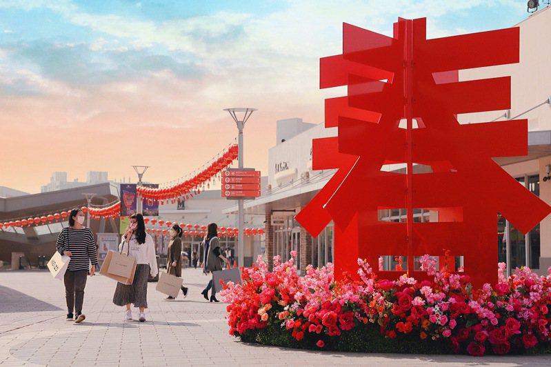 三期廣場3.3米的立體「春」字造景。圖/華泰名品城提供
