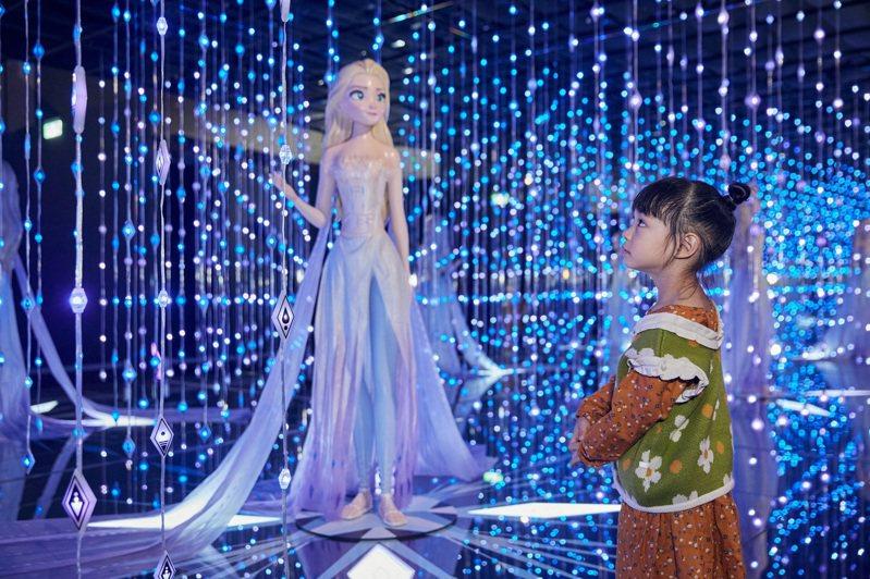 新光三越台北信義新天地A11即日起至3月1日在6樓推出「FROZEN冰雪奇緣夢幻特展」。圖/新光三越提供