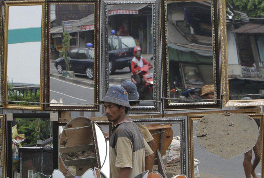 可以確定的是,印尼的銀人們、社會裡的邊緣族群並無法快速從疫情、萎靡的經濟中恢復過...