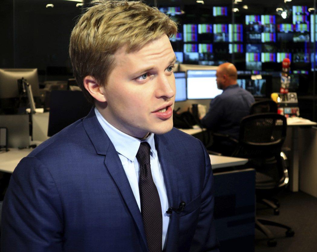 2018年,羅南法羅原是《NBC》、《MSNBC》等新聞網出身的主播兼調查記者。...