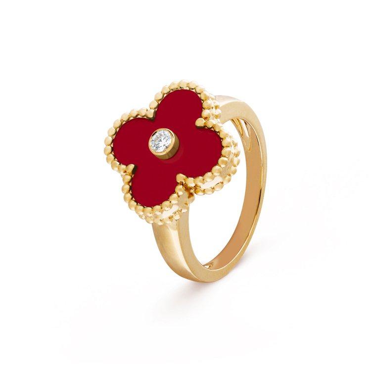 梵克雅寶Vintage Alhambra黃K金紅玉髓鑽戒指,10萬9,000元。...