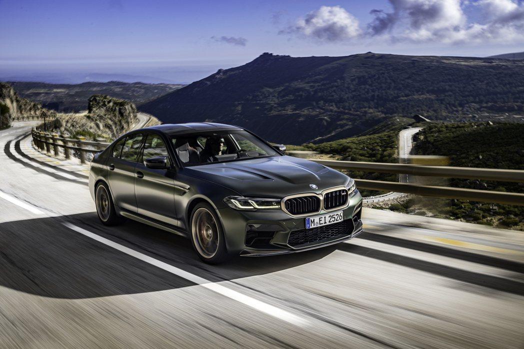 全新BMW M5 CS。 摘自BMW