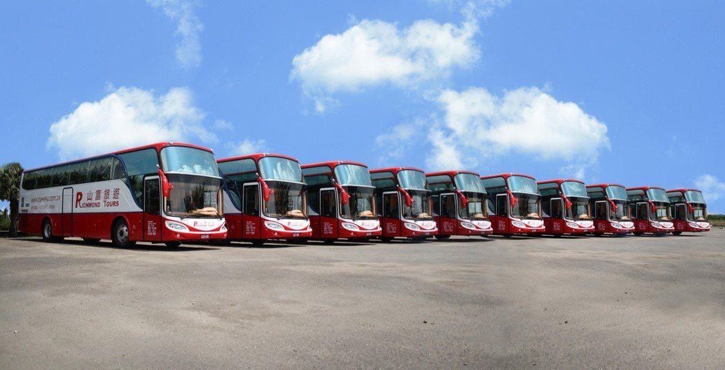 山富旅遊擁有嚴謹管理的自有車隊。山富旅遊/提供。
