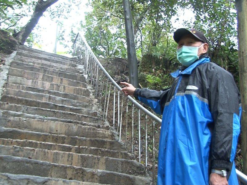 平溪南山里步道因階梯石頭脫落而發生危險,里辦公室提報向平溪區公所爭取經費修繕完工。 圖/觀天下有線電視提供
