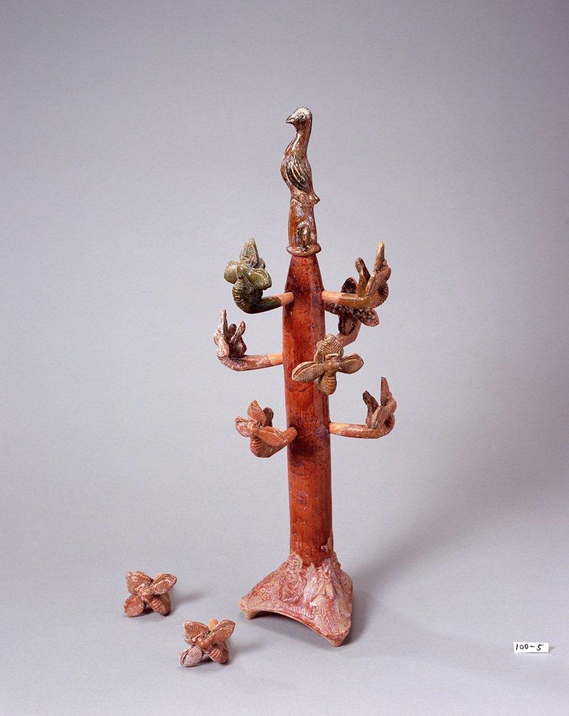 故宮南院過年期間展出國立歷史博物館典藏的東漢《搖錢樹》,不僅向觀眾祝賀新年,也展現古代工藝之美。圖/史博館提供