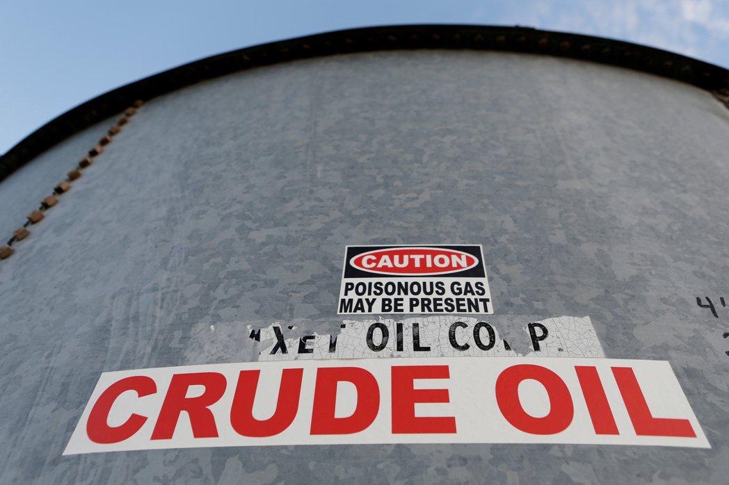 布蘭特油價一年多來首次漲破每桶60美元。(路透)