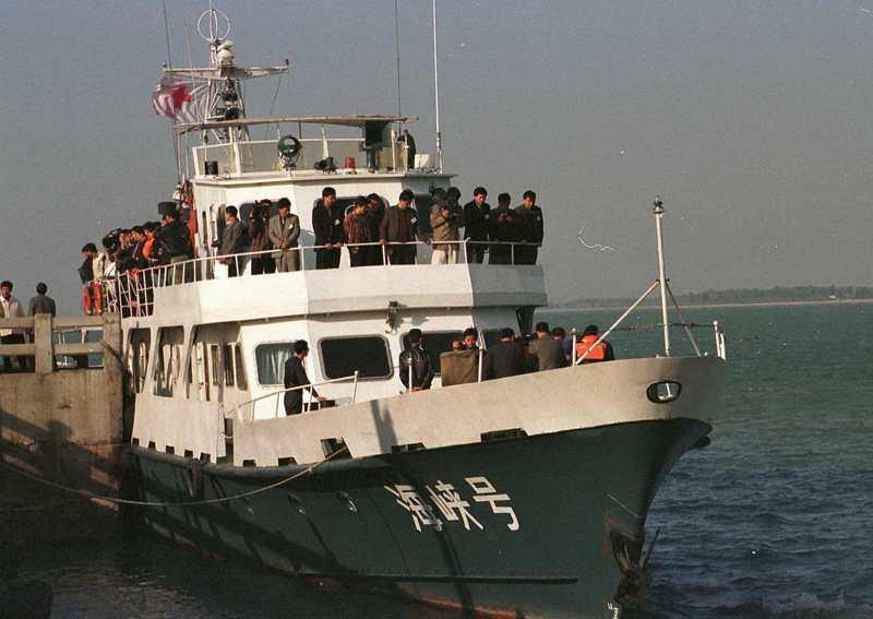 大陸「海峽號」遣返船,直航到金門水頭碼頭接回劉保才等5名大陸劫機犯。圖/聯合報系資料照片