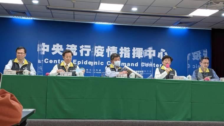 中央流行疫情指揮中心2月9日14:00記者會出席名單,由左到右中央流行疫情指揮中...