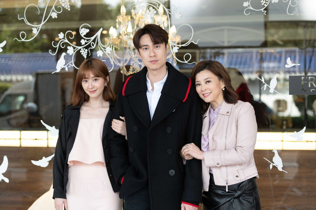 方馨(右起)與劉書宏在「女力報到」中的感情遭前女友謝翔雅攪局。圖/TVBS提供