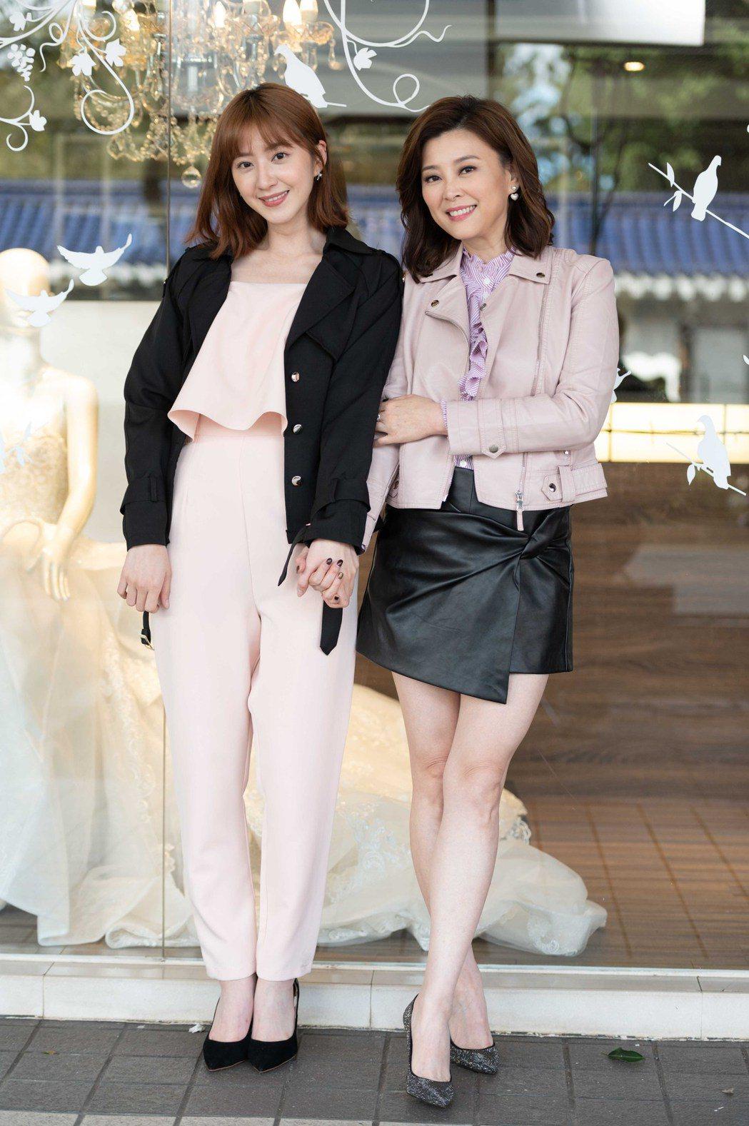 方馨(右)、謝翔雅戲中針鋒相對,戲外相處融洽。圖/TVBS提供