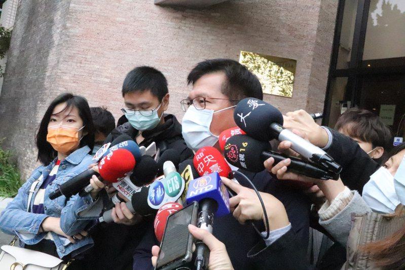 交通部長林佳龍今視察高公局交控中心。 記者吳亮賢/攝影