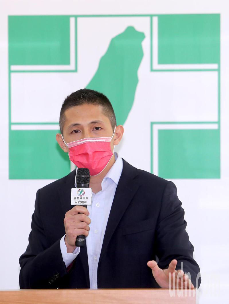 民進黨新科台北市黨部主委吳怡農(圖)今天正式就職,他表示今年首要任務,就是要做吳思瑤的後盾,北市黨部會盡全力擔任黨職公職人員的後盾,將優秀、好公職人員留在政府,為社會做事。圖/台北攝影記者聯誼會提供