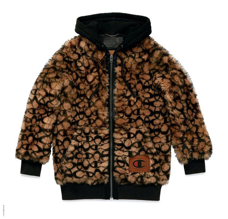 COACH與Champion聯名系列女裝外套92,800元。圖/COACH提供