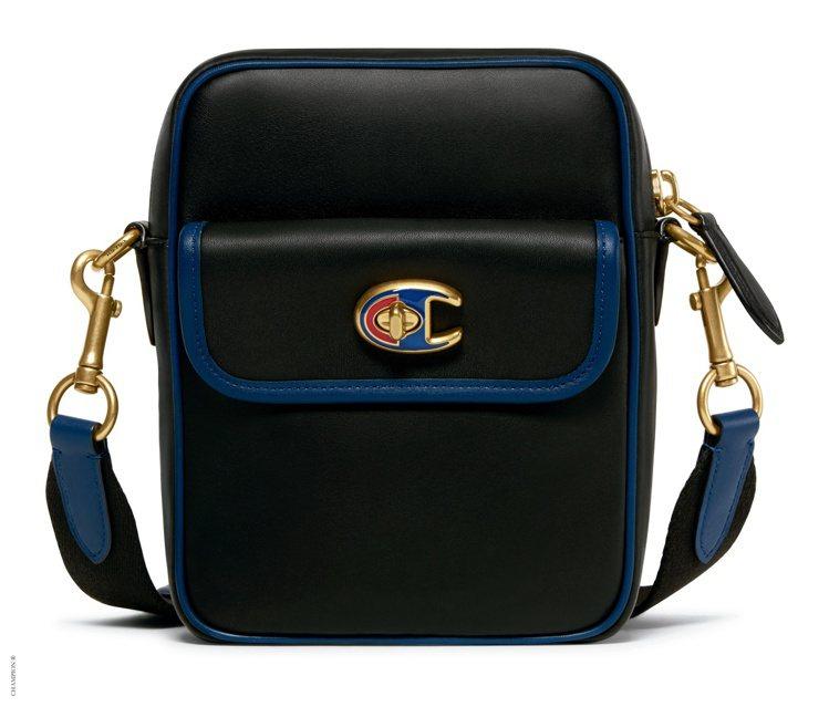 COACH與Champion聯名系列側背包21,800元。圖/COACH提供