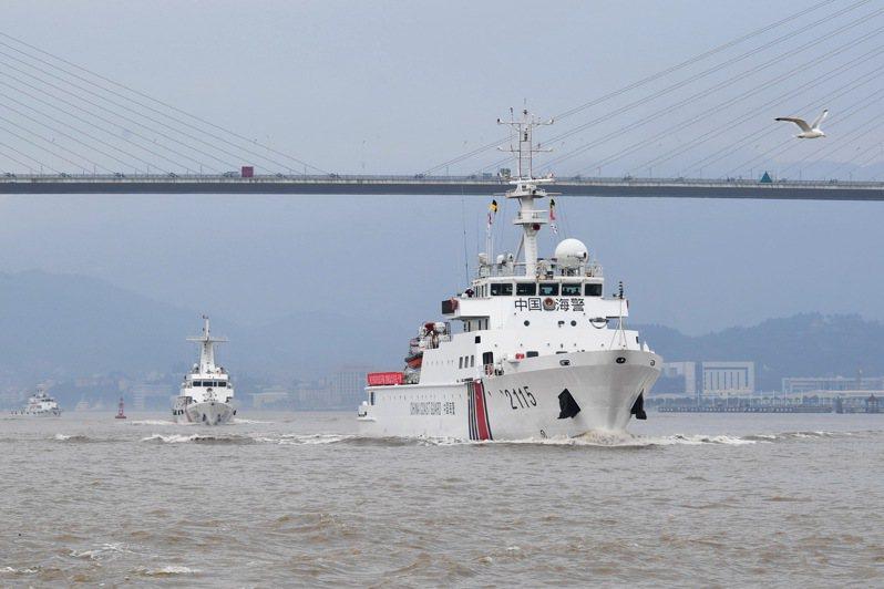 中國大陸本月底實施的「海警法」,授權海警船可以對外國動用武力。圖為福建省海警總隊與福建省海洋與漁業執法總隊早前舉行海上聯合執法。新華社