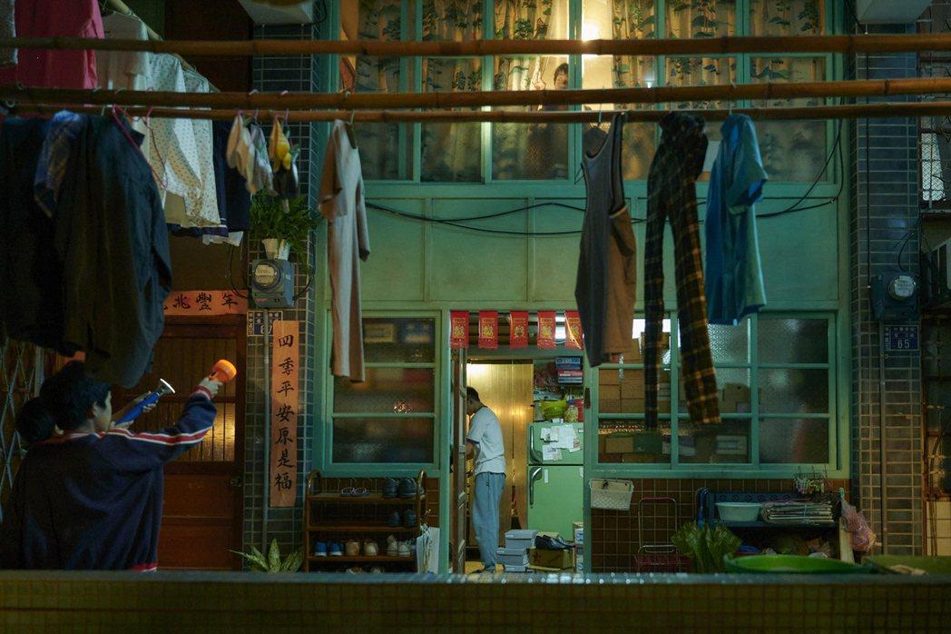「天橋上的魔術師」還原中華商場。圖/公視提供
