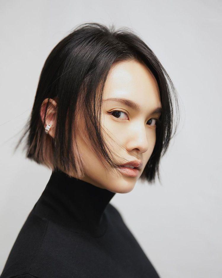 楊丞琳去年底剪了短髮,也是以齊髮尾帶出瀟灑俐落感。圖/摘自IG 吳曉涵