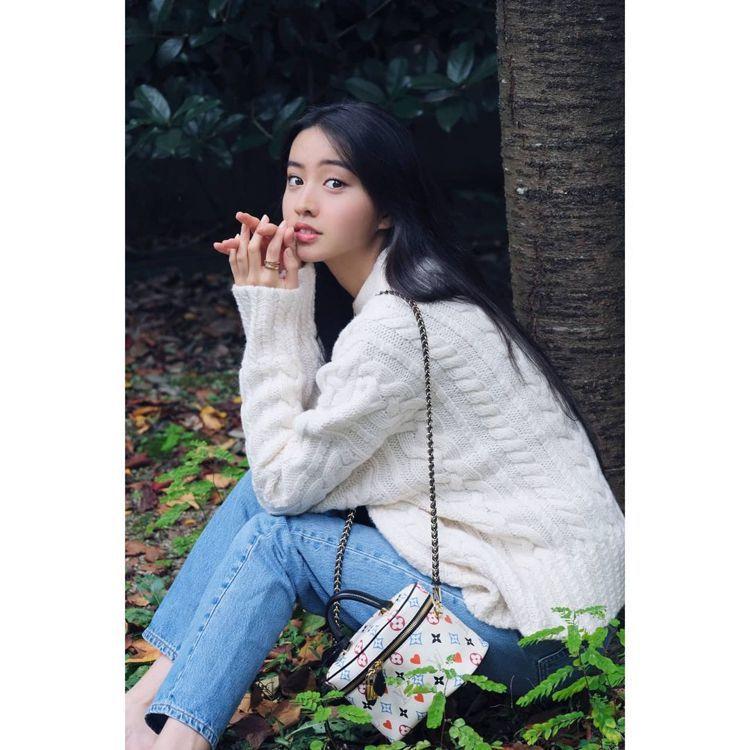 木村光希選用路易威登Vanity系列手袋,展現小旅行的愜意。圖/取自IG 楊詩涵