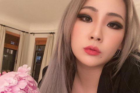韓國女團2NE1成員出身的女星CL(李彩麟),今年1月22日才分享為隊內老么Minzy慶生而相聚的照片,隔日竟遭遇母親驟逝的悲傷,令人心疼!CL經紀公司發出聲明,表示CL的母親在海外滯留其間因心臟麻...