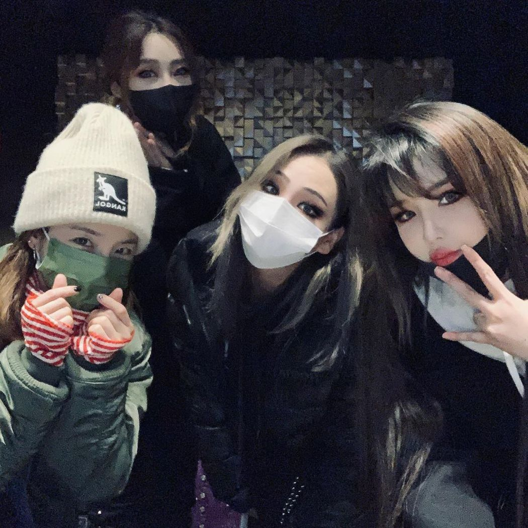 CL上個月22日才開心為隊友慶生。圖/擷自IG