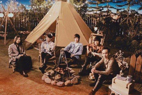 「華人第一天團」五月天堅守守歲傳統,與你約好一起團圓,別出心裁地打造時下最夯的露營野餐風格,在大自然環繞下,帶給大家過個最chill的除夕夜。《五月天陪你守歲》將在2月11日除夕夜晚上22:30於相...