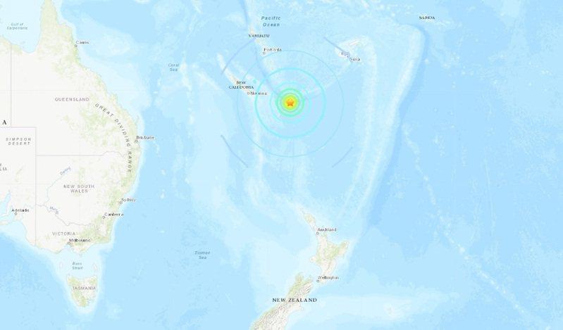紐西蘭北方的羅雅提群島東南方海域當地時間11日凌晨2時多發生規模7.6地震,深度僅2公里,當局已發布海嘯警報。圖/取自美國地質調查所網站