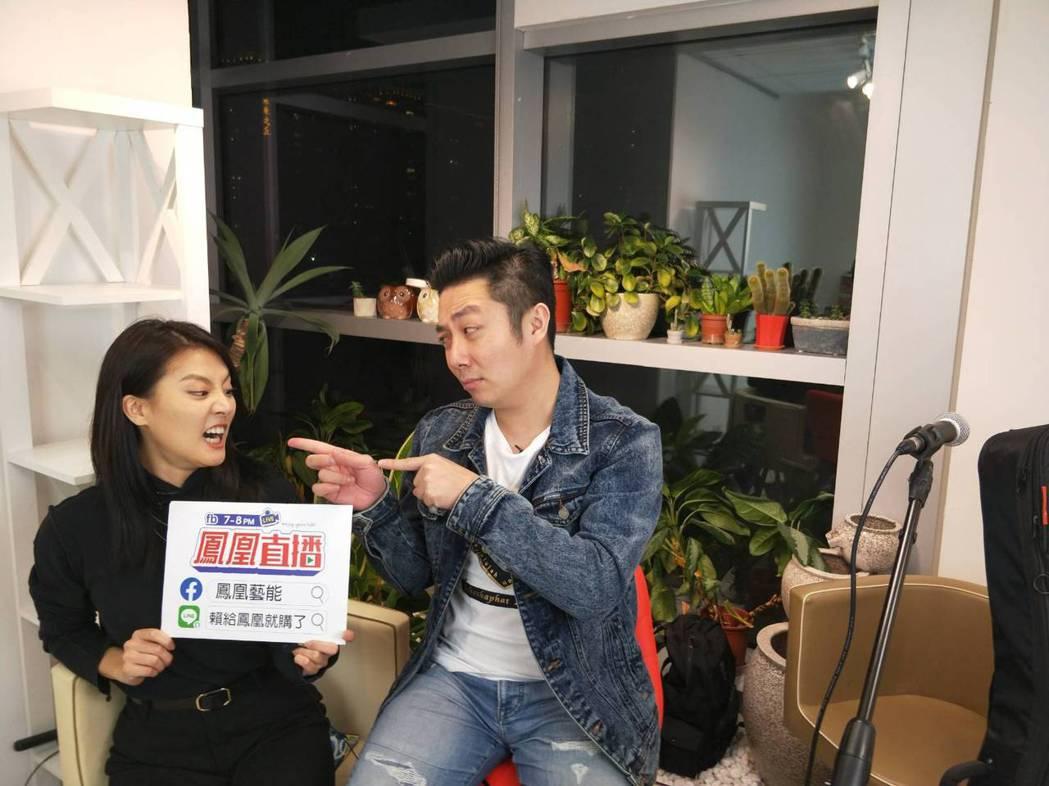 艾成(右)、顏曉筠在直播中開放觀眾點歌,炒熱氣氛。圖/民視提供