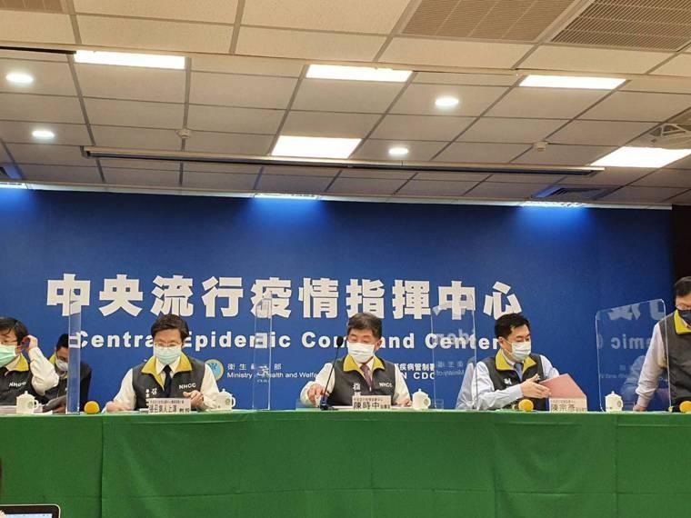 中央流行疫情指揮中心2月10日14:00記者會出席名單第一排由左到右為中央流行疫...