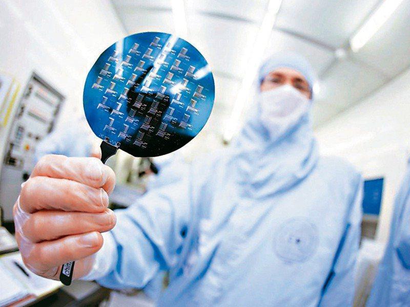 台積電董事長劉德音在第一季法說會中表示,5G驅動各項智慧應用快速發展,很多晶片廠都因此對台積電3奈米,甚至5奈米先進製程需求相當強勁。圖/聯合報系資料照片
