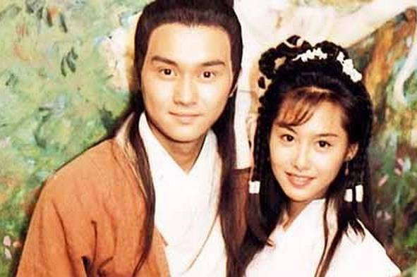 朱茵(右)所飾演的黃蓉,被稱讚是最美麗的版本。圖/摘自新浪娛樂
