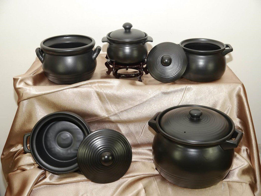 工研院在經濟部工業局支持下,輔導國內廠商開發高溫耐燒陶鍋,具高保溫、高蓄熱及耐熱...