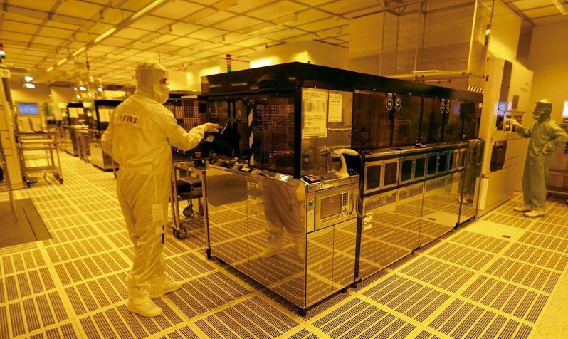 为降低对亚洲晶片依赖,欧盟正考虑在欧洲兴建一座先进半导体厂,美国晶片业也唿吁华府支持在美生产半导体。(路透)(photo:UDN)